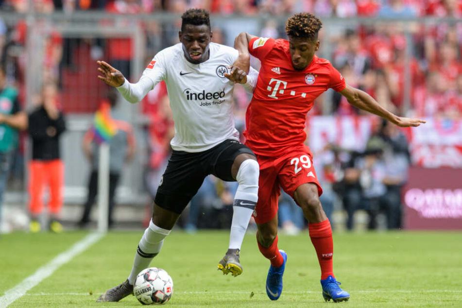 Duell der Flügelflitzer: Eintrachts Danny da Costa (Li.) gegen Kingsley Coman vom FC Bayern München.