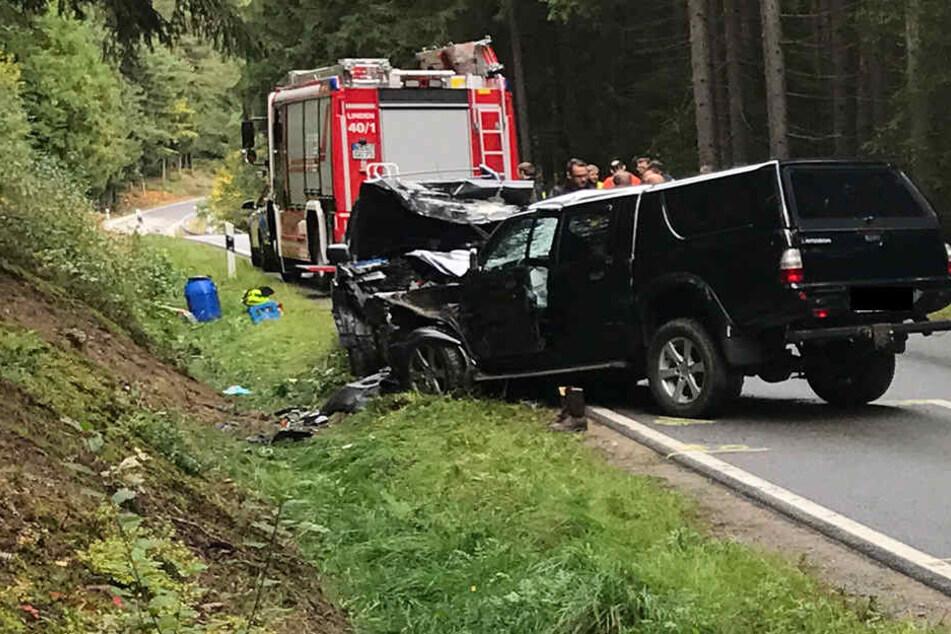 In einem der Autos soll eine Familie gesessen haben. Zwei von ihnen starben.