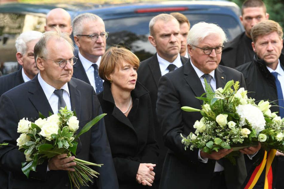 Frank-Walter Steinmeier besuchte den Tatort in Halle.