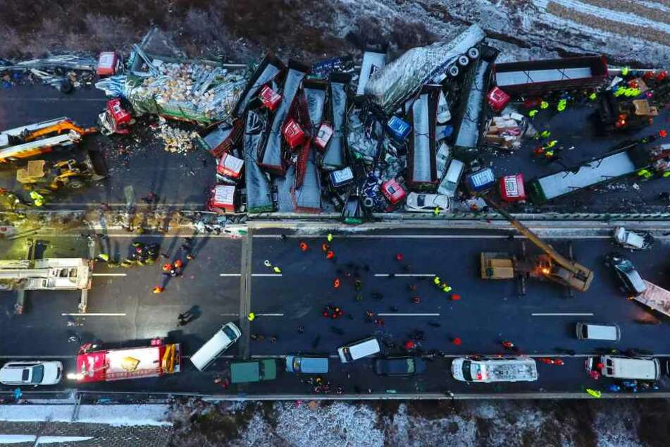 Bei der Massenkarambolage sind 17 Menschen ums Leben gekommen.