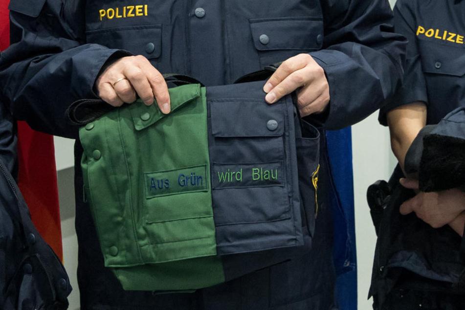 Als erstes Bundesland hatte Hamburg im Jahr 2004 blaue Uniformen eingeführt. (Symbolbild)