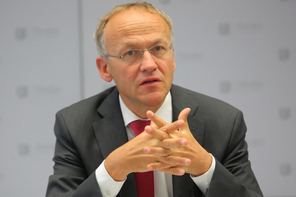 Finanzbürgermeister Peter Lames (56, SPD) stellt klar, dass die Zahlung tariflich vorgeschrieben war.