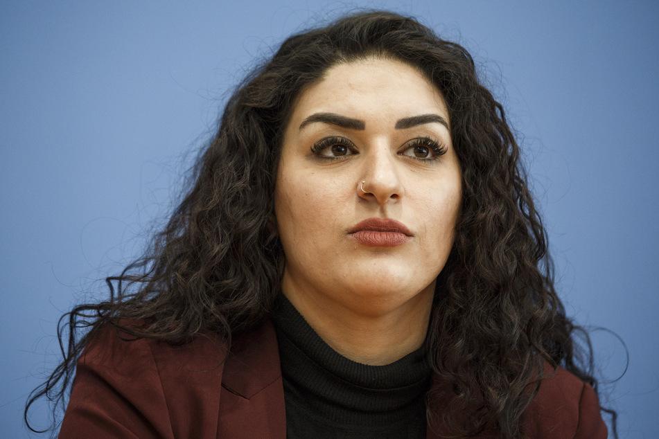 Cansu Özdemir, Fraktionsvorsitzende der Linken in der Hamburgischen Bürgerschaft, wurde von der Bundespolizei am Flughafen festgehalten und befragt. (Archivfoto)