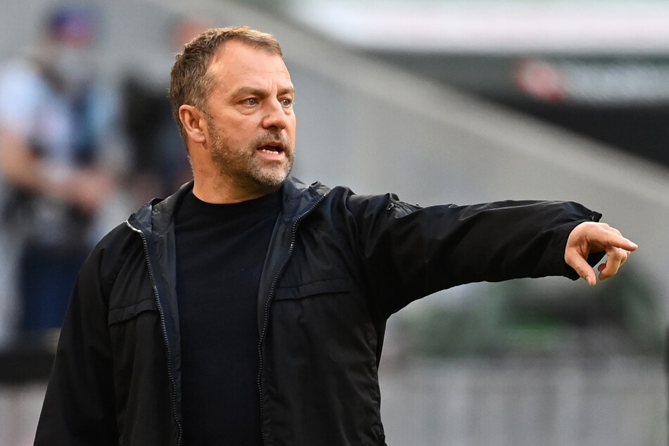 Wird Trainer Hansi Flick (56) den FC Bayern München nach der laufenden Spielzeit verlassen oder bleibt der Übungsleiter?