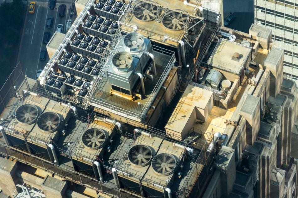 Klimaanlagen verbrauchen Unmengen an Strom und treiben somit den Klimawandel weiter voran.