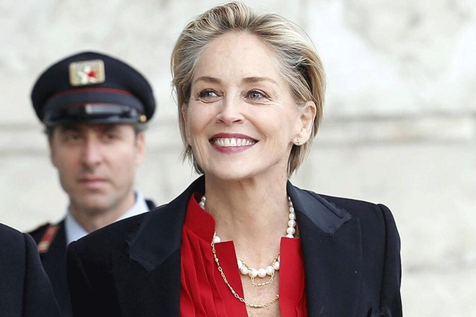 Strahlendes Lachen, Top-Figur - die 60 Jahre sieht man Star Sharon Stone nicht an.