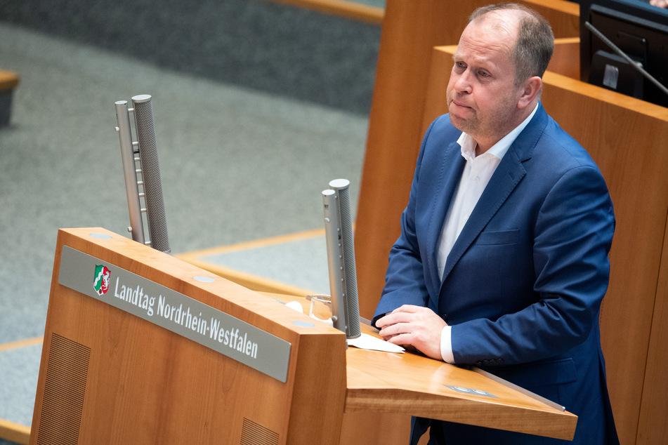 NRW-Vizeministerpräsident Joachim Stamp (FDP) kritisiert die Vorgänge der Masken-Deals bei CDU und CSU.