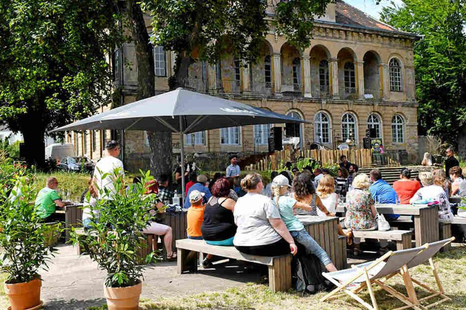 Schon vor der Theater- und Show-Saison empfängt die Sommerwirtschaft ab sofort Gäste.