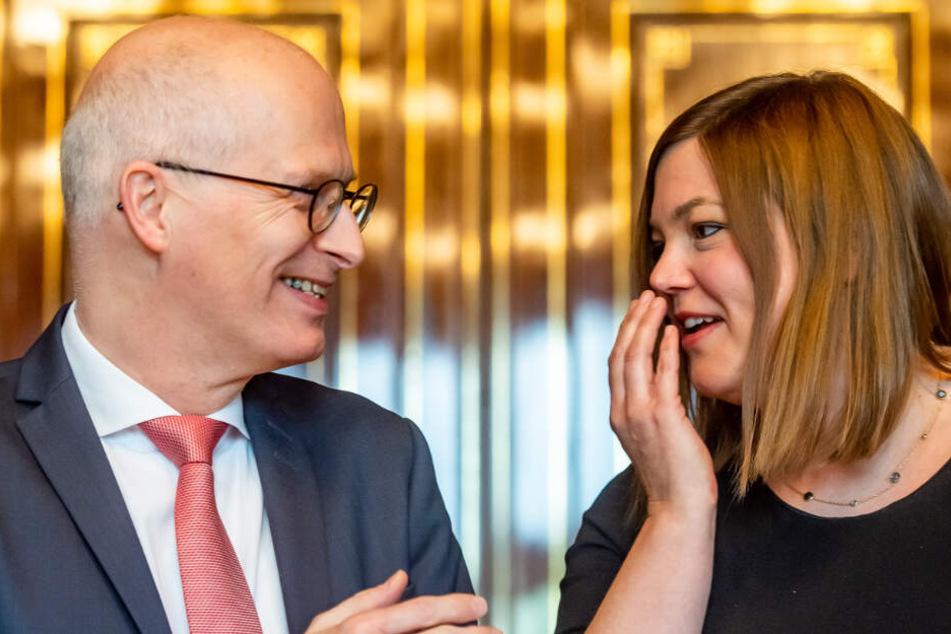 Peter Tschentscher (links) und Katharine Fegebank regieren derzeit zusammen, kämpfen nun aber ums Bürgermeisteramt. (Archivbild)