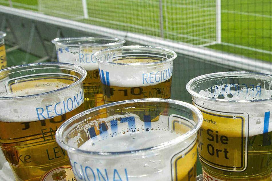 Der Appetit aufs Bier im Stadion kann einem angesichts dieser Untersuchungsergebnisse glatt vergehen (Symbolbild).