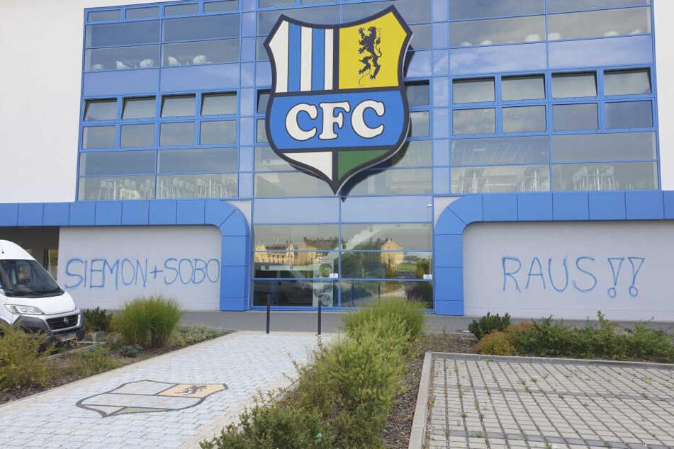 Unbekannte beschmierten das Stadion an der Gellertstraße.