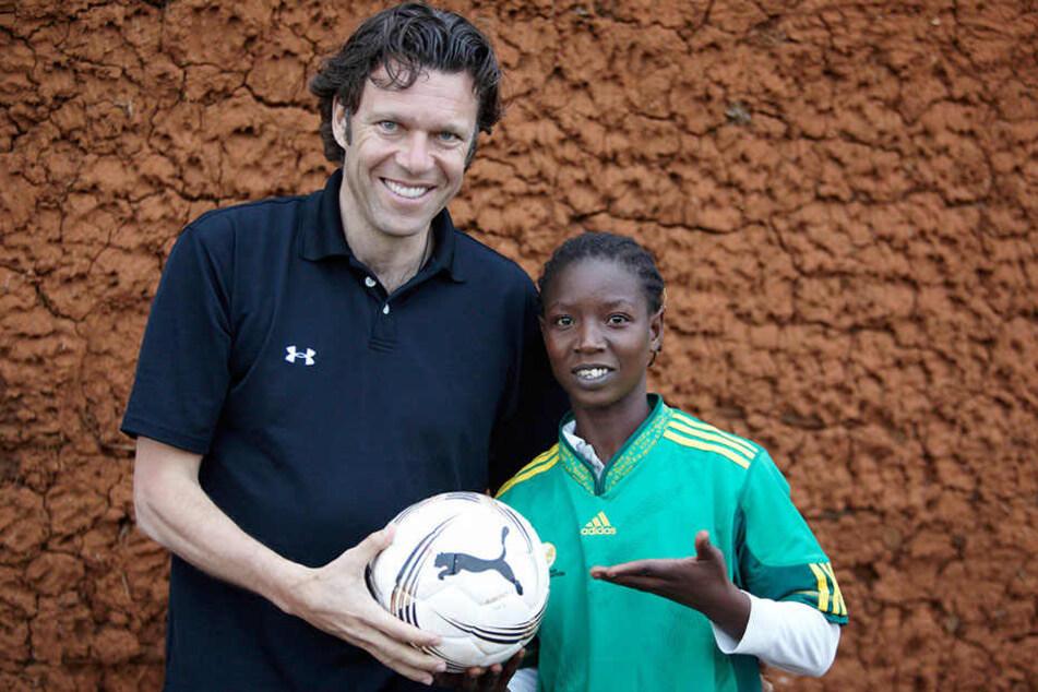 Zusammen mit der Kindernothilfe besuchte Urs Meier in Südafrika ein Projekt fürAids-Waisen und Straßenkinder.