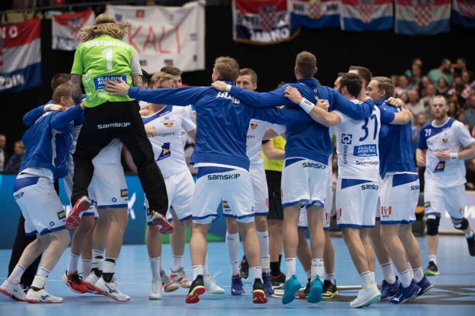 Das isländische Handball-Team freute sich bereits über einen Sieg gegen Mazedonien.