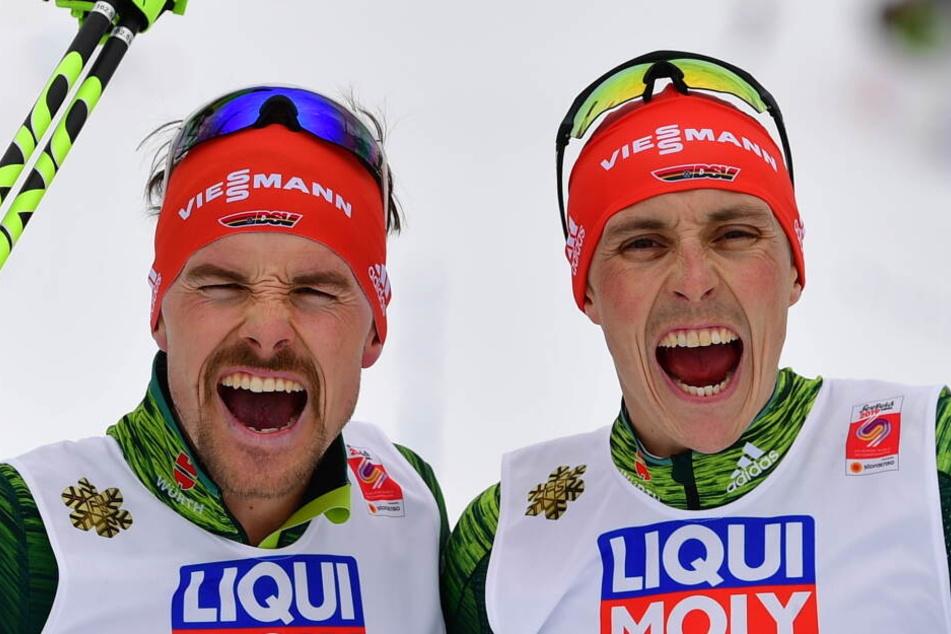 Fabian Rießle und Eric Frenzel freuen sich über ihre Goldmedaille.