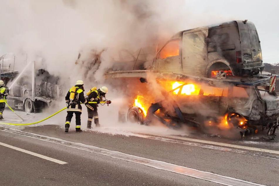 Die Feuerwehrkräfte hatten auf der Autobahn 3 in Bayern alle Hände voll zu tun.