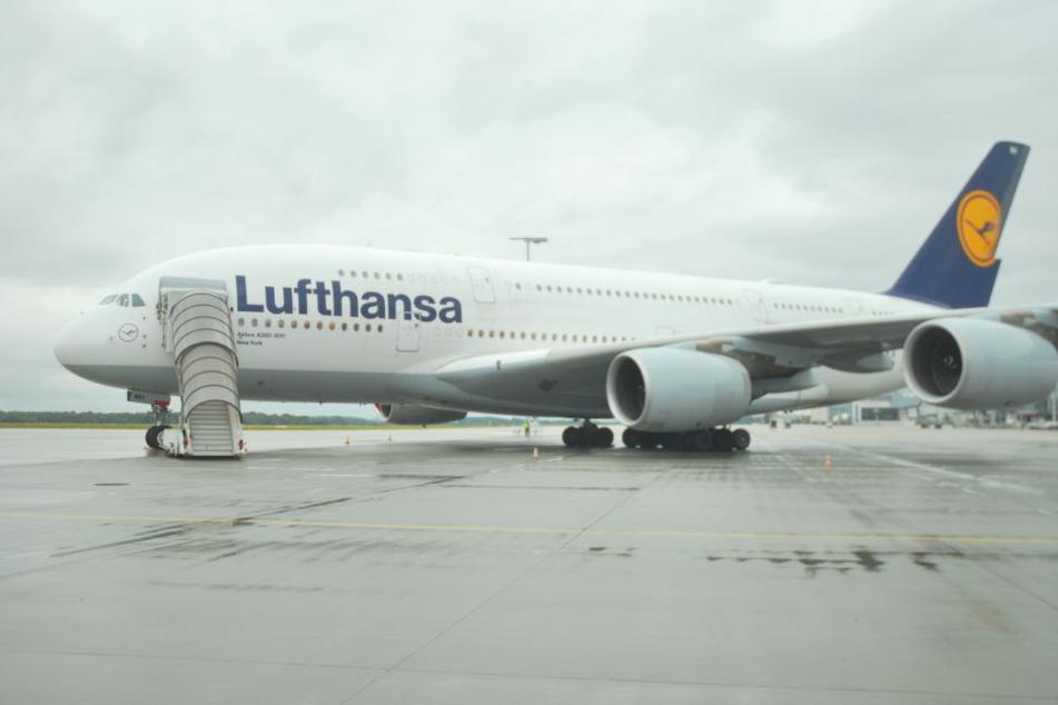 Einer der Lufthansa-Airbusse A380 wird jetzt in Dresden auseinandergenommen und durchgecheckt!