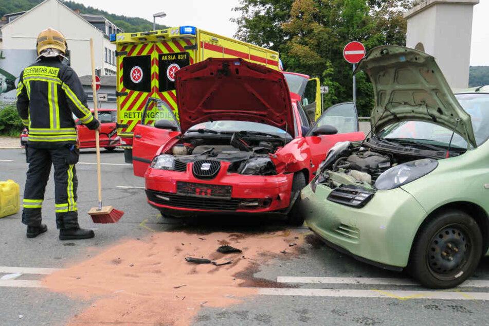Zwei Verletzte bei schwerem Kreuzungs-Crash in Aue