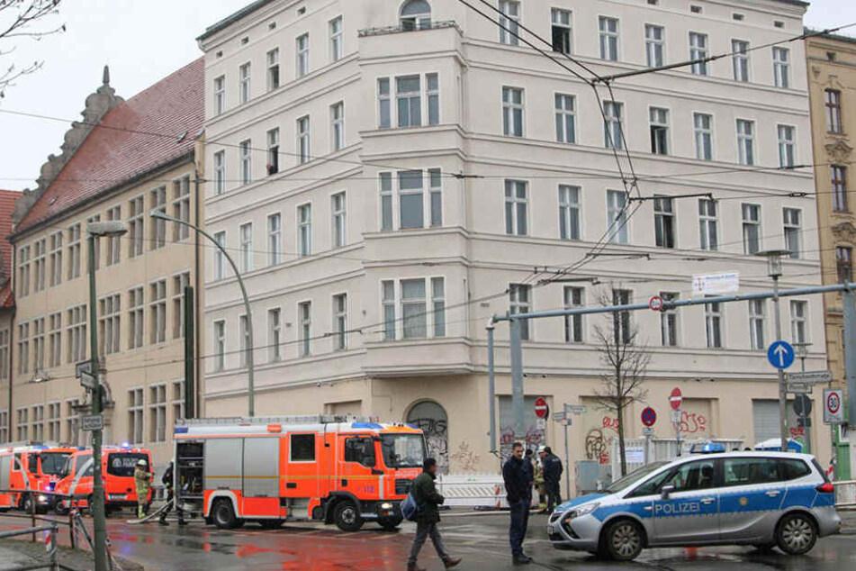Drei Menschen mussten mit einer Rauchvergiftung ins Krankenhaus.