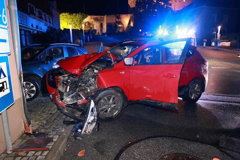 Durch den Aufprall entstand ein erheblicher Sachschaden am Fahrzeug.