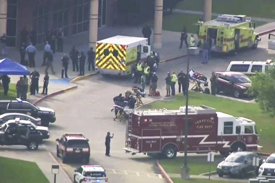 Am Freitag stürmte ein bewaffneter Schütze in die Highschool von Santa Fé und erschoss zehn Menschen, zahlreiche wurden verletzt.