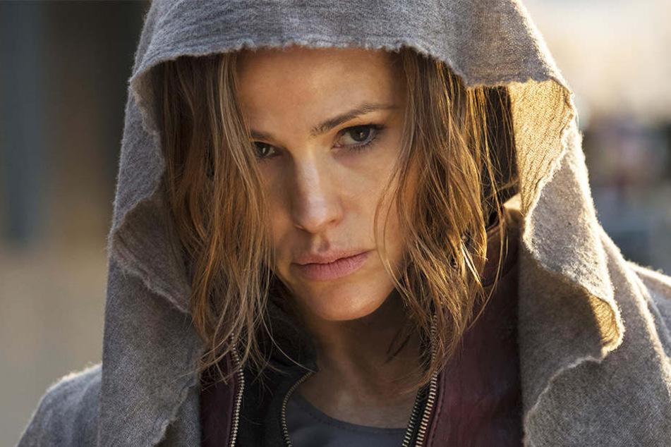 Riley North (Jennifer Garner) taucht unter und trainiert. Sie kehrt als Racheengel zurück.