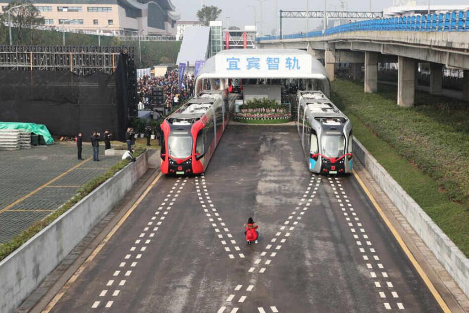Die Straßenbahn kann Geschwindigkeiten von bis zu 70 km/h erreichen.
