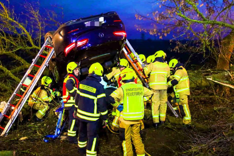 Bei einem schweren Unfall im Landkreis Oberhavel ist eine Person ums Leben gekommen.