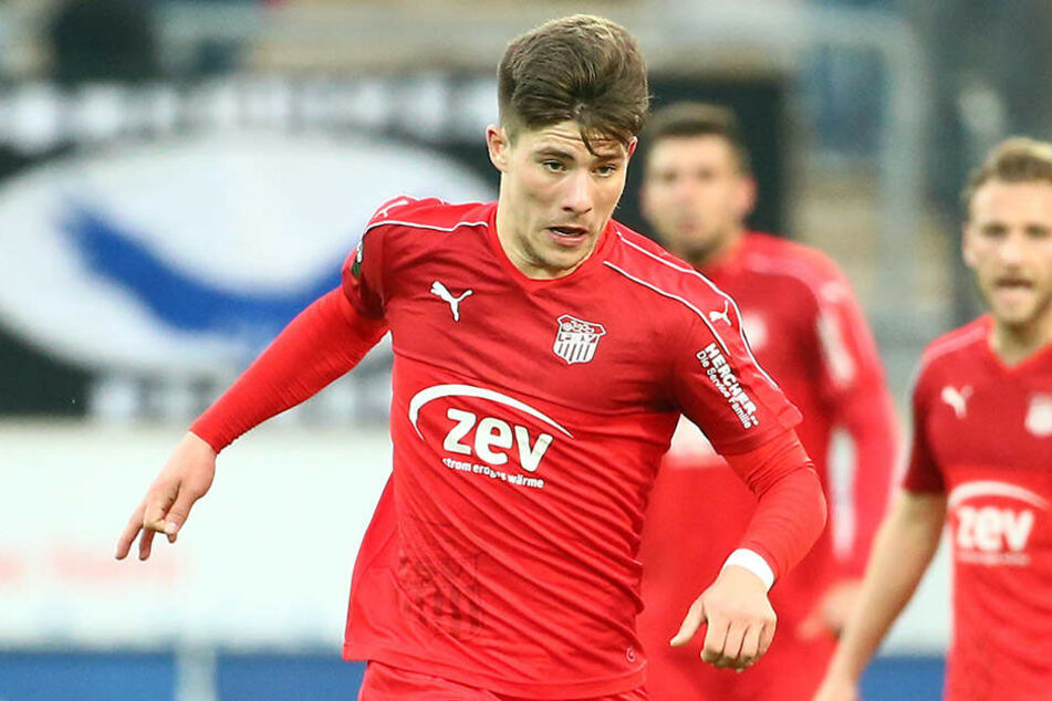 Julian Hodek (19) kommt aus der eigenen A-Jugend und erhält einen Vertrag bis 30. Juni 2019.