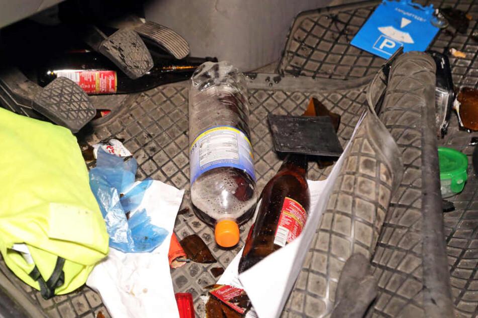 Im Fußraum lagen neben einer Flasche Eistee auch zwei Flaschen Bier.