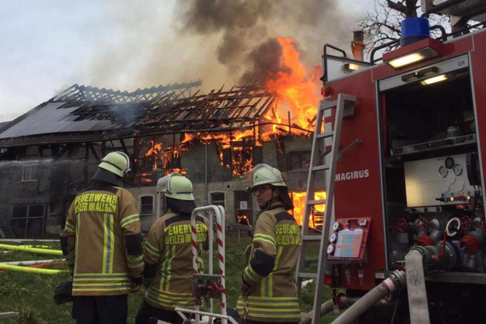 Die eingesetzte Feuerwehr hatte den Brand nach rund zwei Stunden unter Kontrolle.