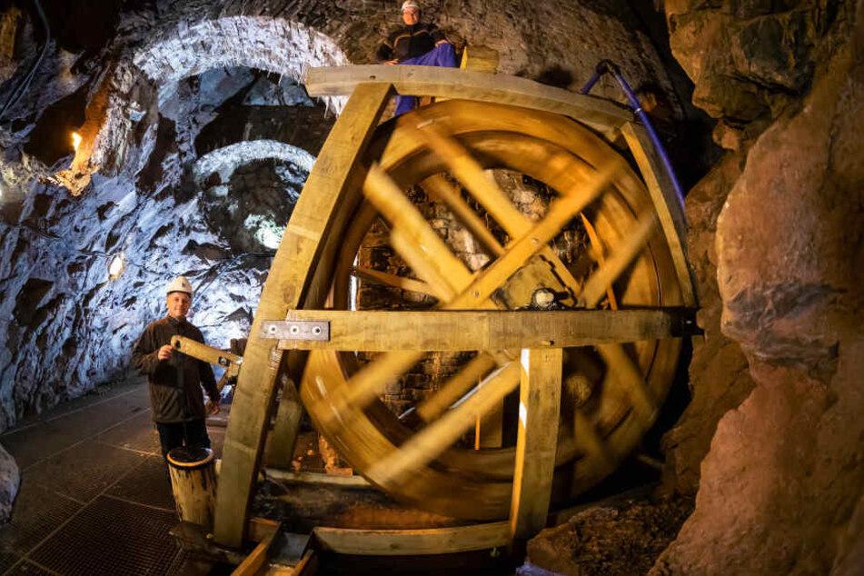 Erstmals nach 160 Jahren: Im Fortuna-Stolln dreht wieder ein Wasserrad