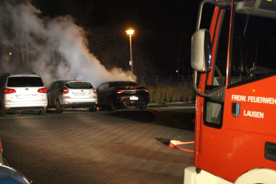 Der daneben geparkte Ford Focus wurde durch die hohen Temperaturen ebenfalls beschädigt.