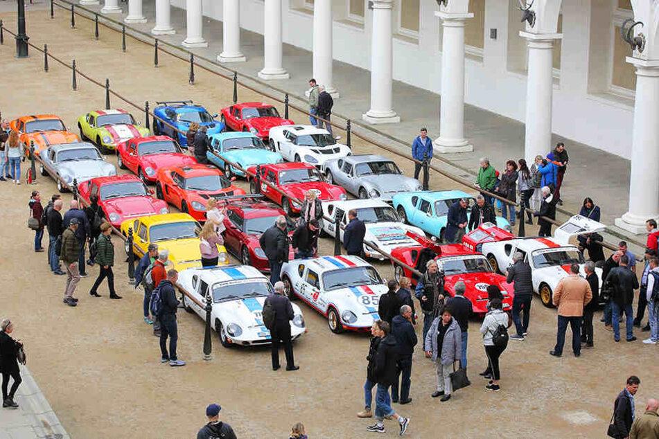 """Zwanzig """"Melkus RS1000"""" fuhren schon gestern hinterm Verkehrsmuseum im Stallhof vor."""
