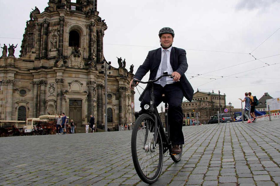 Er kommt auch autofrei durch seine Stadt: Dresdens Bürgermeister Dirk Hilbert fährt Fahrrad.