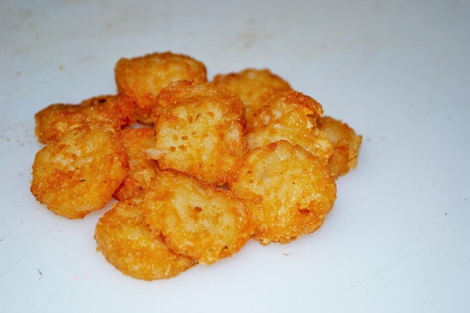 In den Kartoffelrösti von Rewe könnten sich kleine Plastikteile befinden. (Symbolbild)
