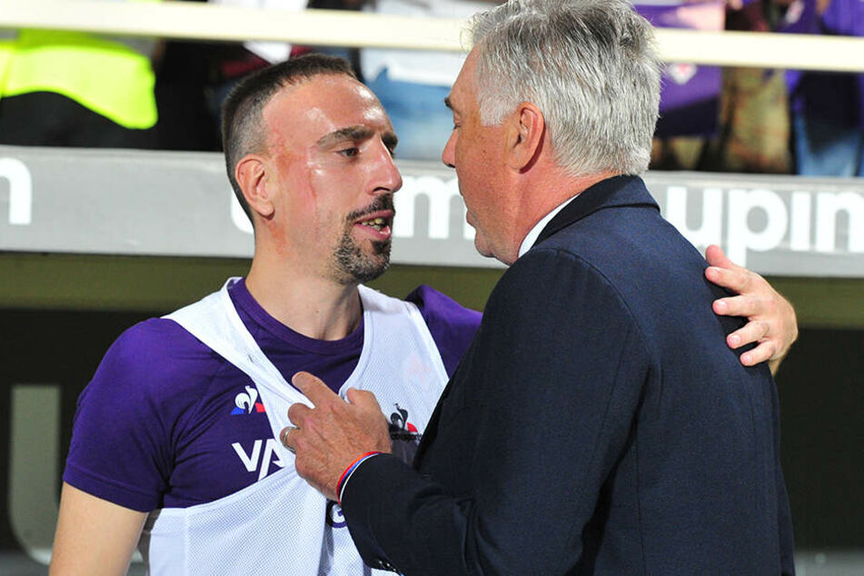 Zwei alte Bekannte. Der aufbrausende Franzose Ribery mit dem sonst eher besonnenen Italiener Ancelotti. Beide verbrachten etwas über ein Jahr gemeinsam beim FC Bayern.