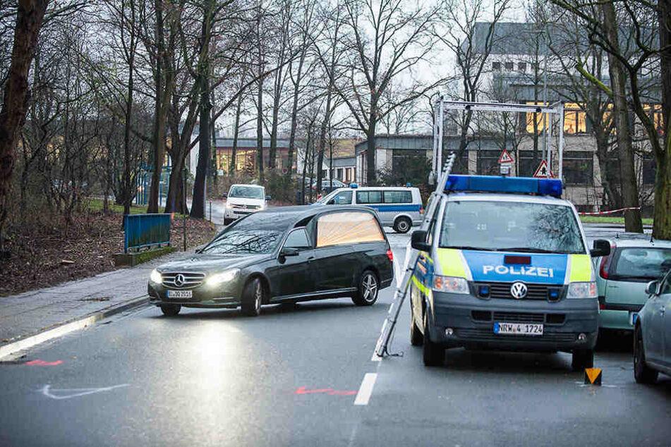Ein Leichenwagen musste zur Unfallstelle kommen.