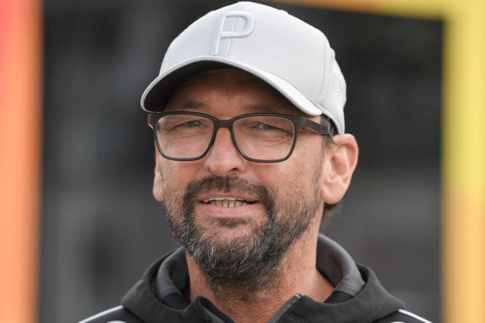 """Der Vertrag mit Claus-Dieter """"Pele"""" Wollitz beim Regionalliga-Spitzenreiter FC Energie Cottbus wurde zum 31. Dezember aufgelöst. Jetzt ist er neuer FCM-Coach."""