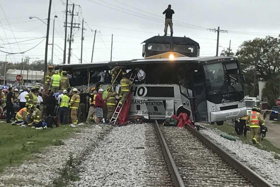 Im US-Bundesstaat Mississippi ist es am Dienstag zu einem Zugunglück gekommen.