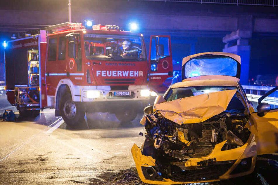 Der Crash ereignete sich am späten Samstagabend.