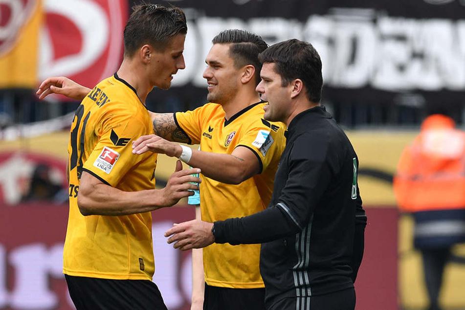 Stürmer für Stürmer: Pascal Testroet (M.) kam in der 69. Minute für Stefan Kutschke in die Partie.