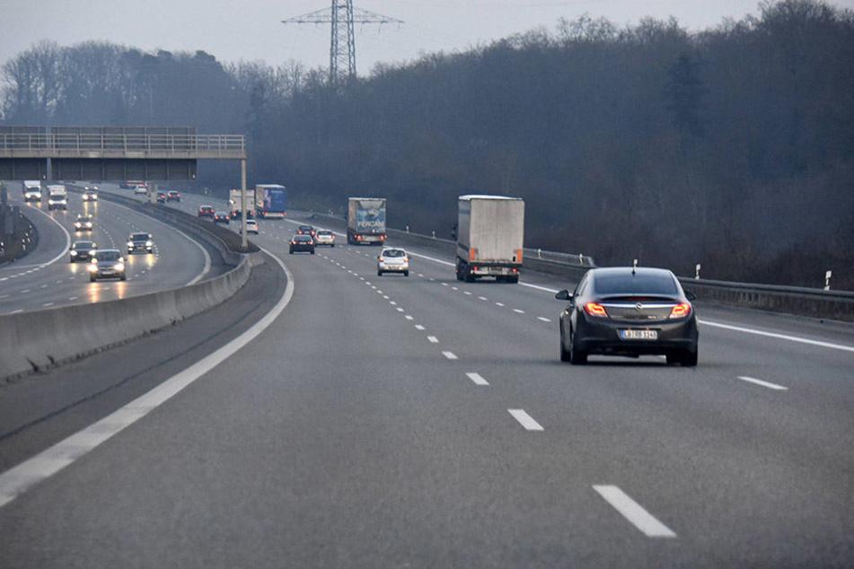 Auf der Autobahn 17 hat die Polizei bei Kontrollen mehrere Ungereimtheiten aufgedeckt.