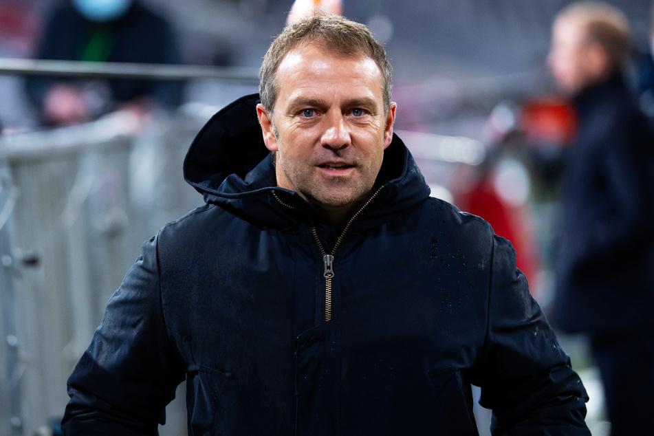 Kehrt Hansi Flick (56) zum DFB zurück und wird Joachim Löws (61) Nachfolger? Vollends ausschließen kann man das nicht, obwohl er sich beim FC Bayern München laut eigener Aussage extrem wohlfühlt.