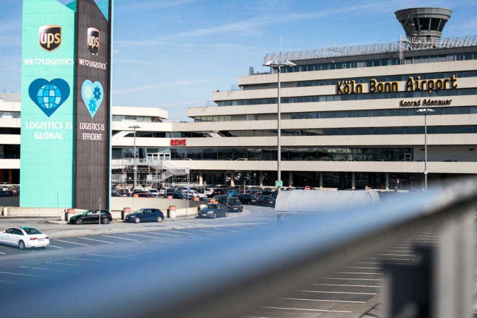Am Samstagmorgen kam es am Flughafen Köln Bonn zu zahlreichen Verspätungen bei den Abflügen.