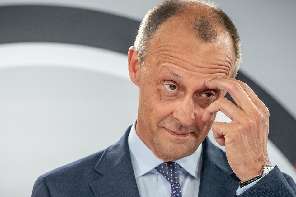 Der CDU-Politiker und frühere Unionsfraktionschef Friedrich Merz (65) fordert, die Schulen im weiteren Verlauf der Corona-Pandemie offen zu lassen.