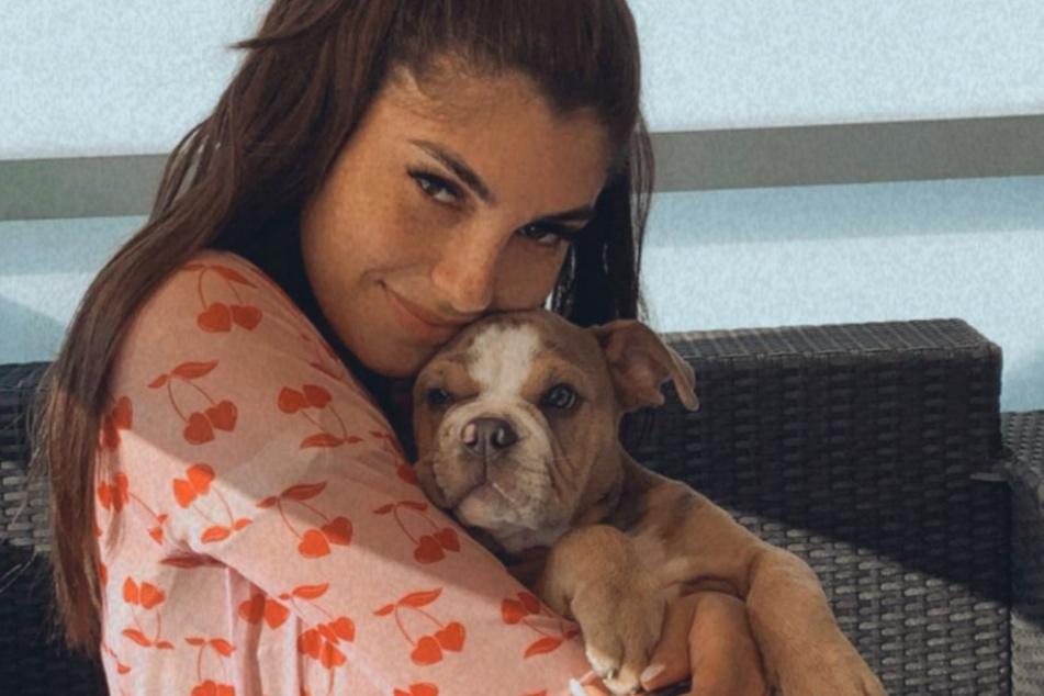 Yeliz macht sich Sorgen um ihren Hund.