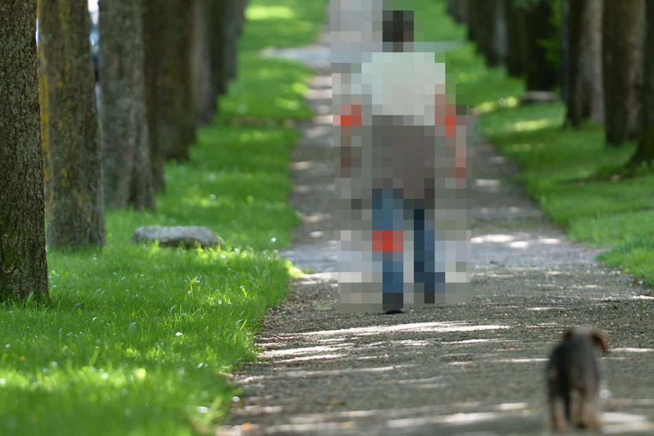 Bei einem Spaziergang erlitt die Frau schwere Verletzungen, ohne zu wissen, woher.