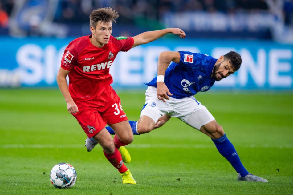 Der 18-jährige Noah Katterbach (l.) feierte gegen Schalke sein Bundesliga-Debüt.