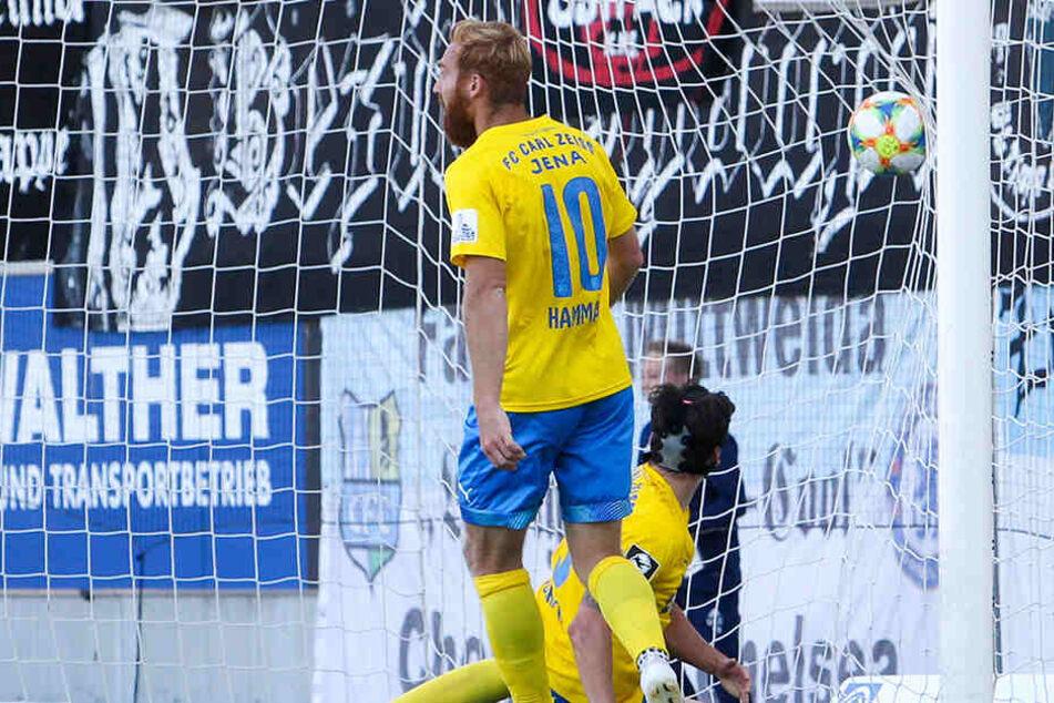 Die Enttäuschung über den erneuten Punktverlust ist dem Jenaer Nico Hammann und seinen Team-Kollegen anzusehen.