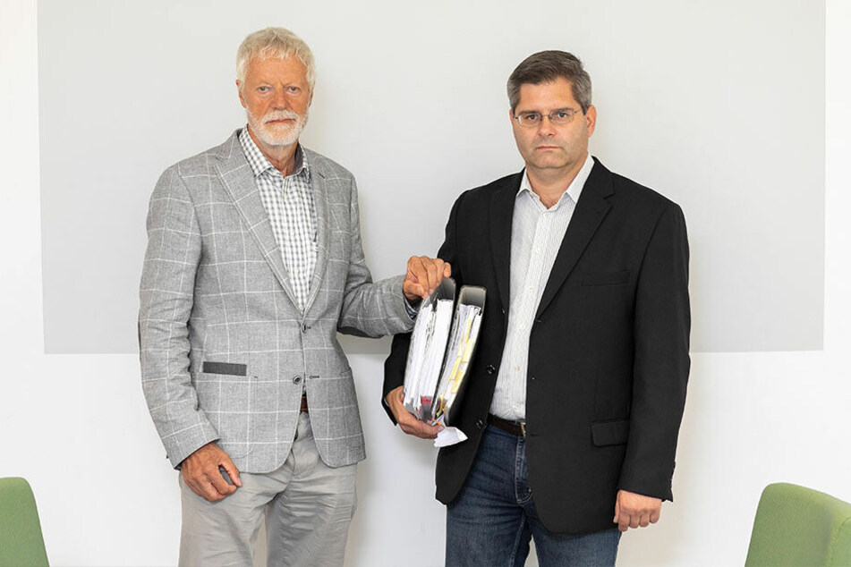 Mietervereins-Chef Peter Bartels (74) und Jurist Jan Bröchler (42) unterstützen Hunderte Mieter in Widerspruchsverfahren gegen Vonovia.